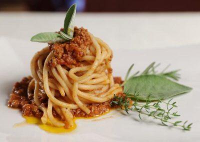 Spaghettoni all'uovo d'oca con ragù di piemontese